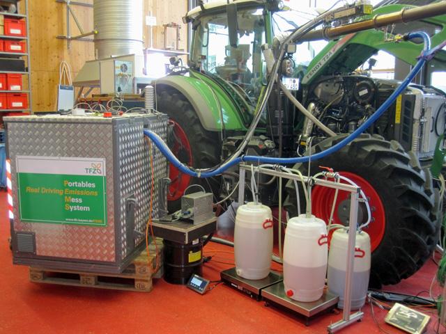 ATG Pflanzenöl-Traktor Fendt 724 Vario mit SCR-Abgastechnologie, Abgasnorm Stufe 4